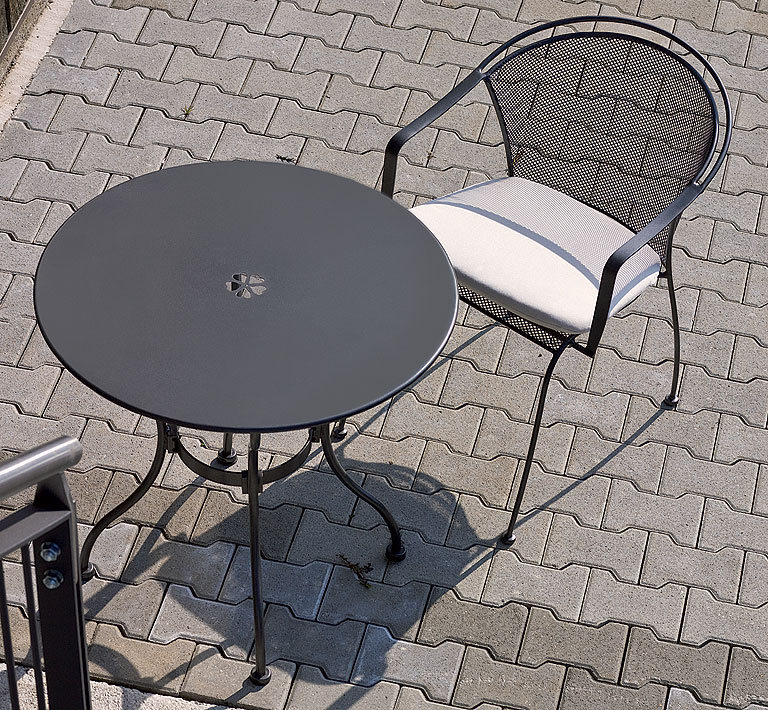 Gartentisch rund metall mbm  MBM Tisch Tondo 75 rund Eisen 65.00.0404 Gartenmöbel - Art Jardin
