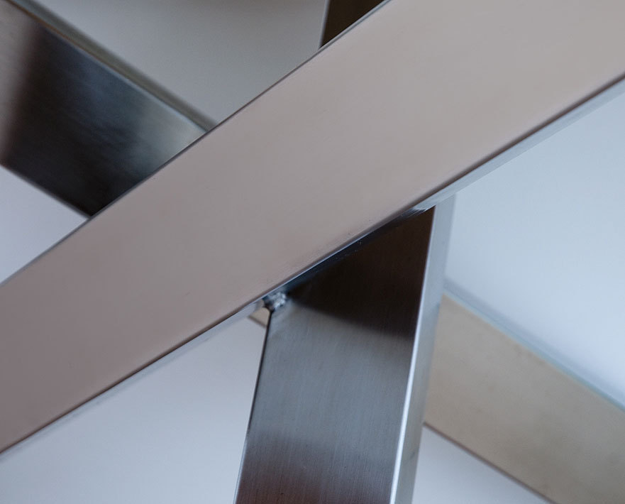 Zebra tisch rund 135cm oryx sela beton 7600 edelstahl art for Design tisch edelstahl