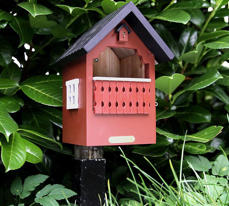 schweden design vogelhaus balkon nistkasten rot wg 251. Black Bedroom Furniture Sets. Home Design Ideas